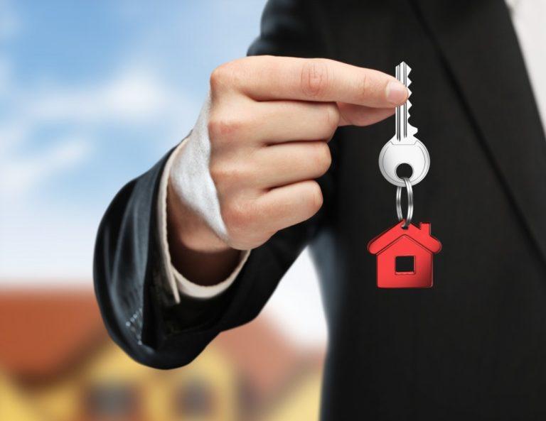 hand handing key